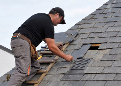 roofing-contractor-at-work